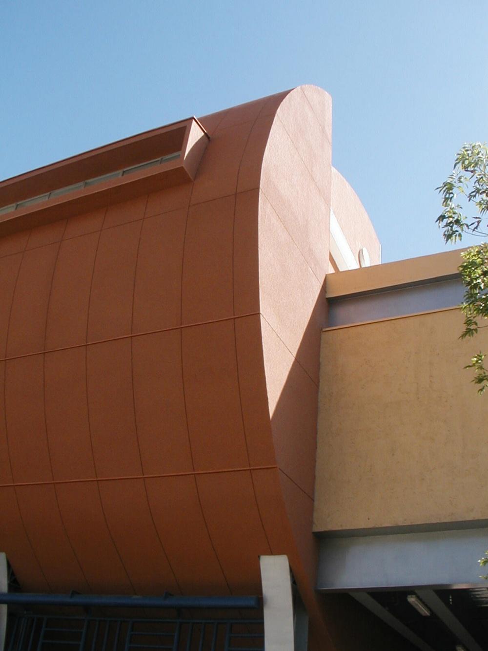 Exterior de Unidad Deportiva Instituto Brillamont