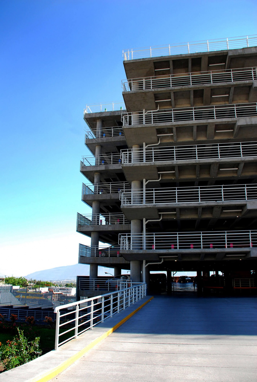 Exterior de estacionamiento Soriana Corporativo